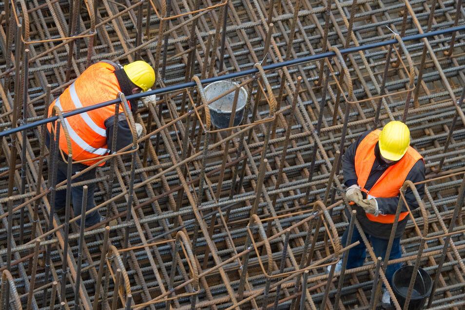Die Baubranche bleibt optimistisch, im Handel fallen die Erwartungen für 2020 deutlich verhaltener aus.
