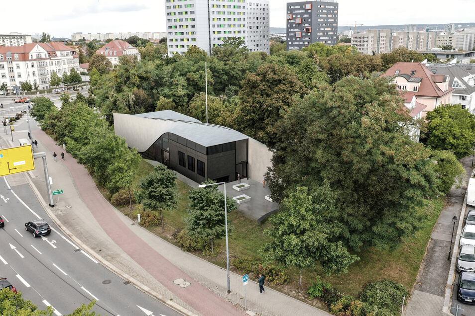 Bei Brückenbauten und vereinzelt auch als Teil von Häusern wurde Carbonbeton bisher schon genutzt. Nun soll das erste Gebäude entstehen, das komplett aus dem an der TU Dresden erdachten Baustoff besteht.