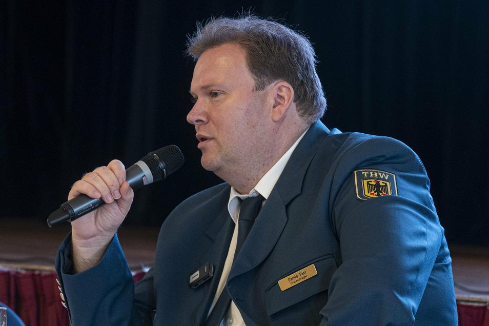 Danilo Fast ist als Ortsbeauftrager Chef beim THW Riesa. Der Ortsverband besteht seit 25 Jahren - und genauso lange ist der Sparkassen-Mitarbeiter dort auch aktiv.