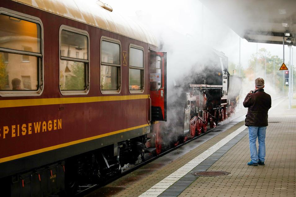 Am Sonnabendmorgen abfahrbereit am Bahnhof Löbau.