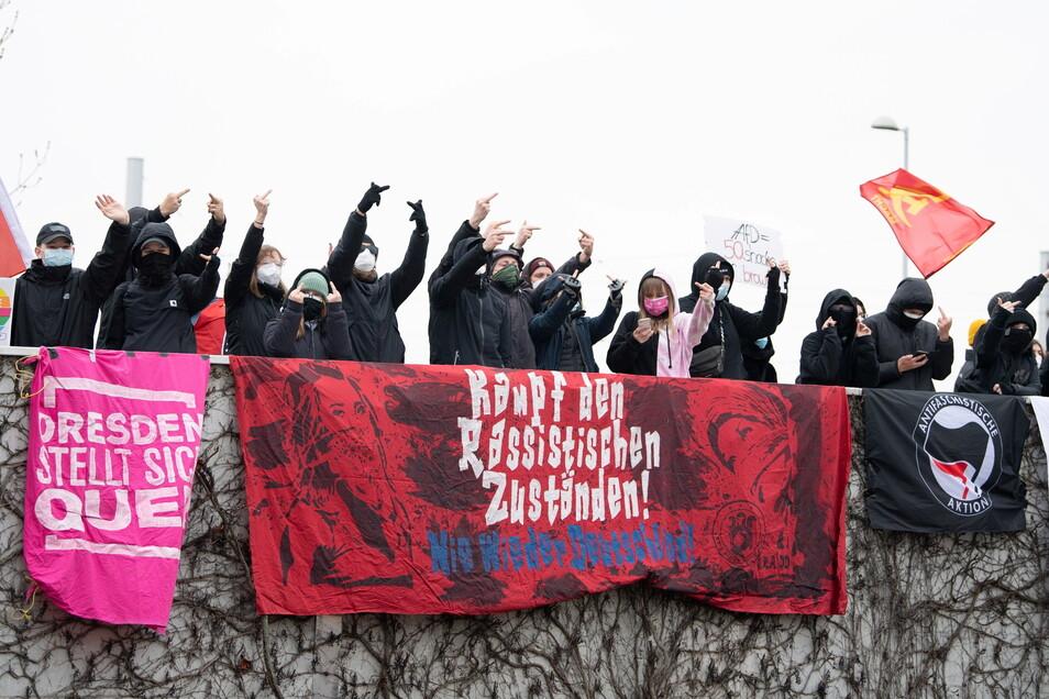 Bei der Ankunft der Delegierten machten sich die Demonstranten lautstark bemerkbar.