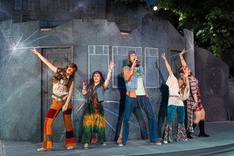 Die Musik der Beatles spielt beim diesjährigen Theatersommer eine wichtige Rolle. Bei den Burgfilmnächten läuft am Dienstagabend ein Film über die Band.