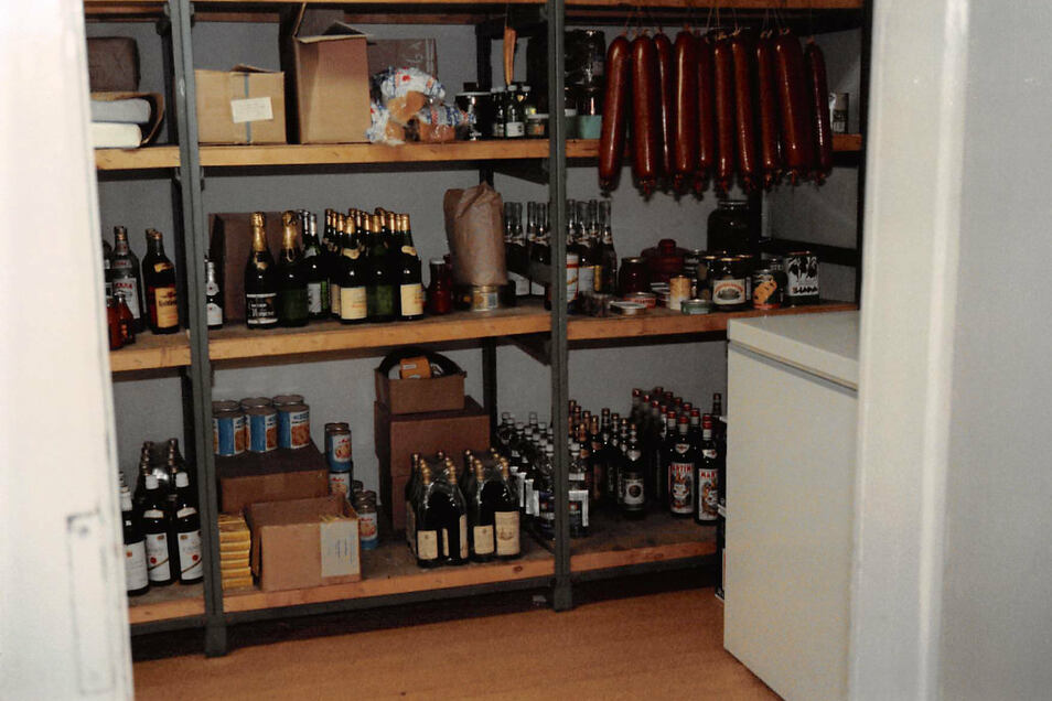 Russischer Sekt, Rotwein aus Italien, Weißwein aus Ungarn - die Möglichkeit, im Delikat einzukaufen, nutzen Zichners für eine umfangreiche Speisekarte.
