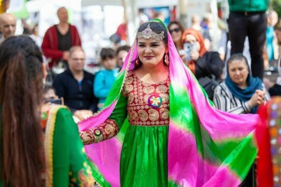 Eine afghanische Künstlerin bei den Interkulturellen Tagen im vergangenen Jahr.