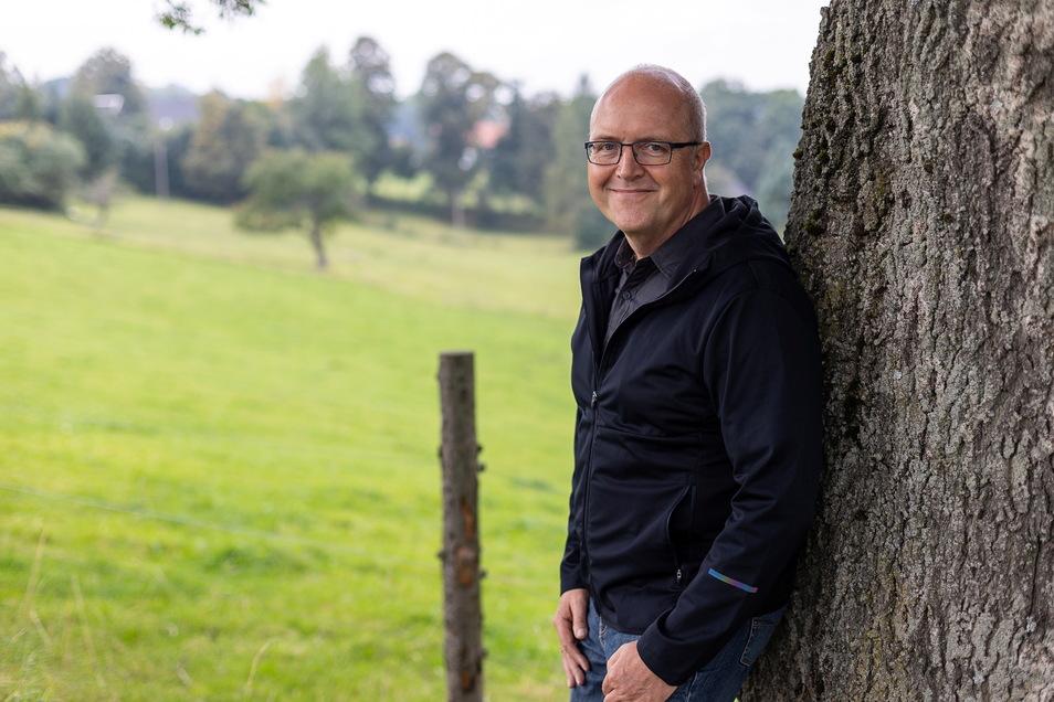 Michael Börner von der Wählerinitiative Reichenau hat die Bürgermeisterwahl deutlich gewonnen. Er schätzt an seinem Heimatort, wie er in die grüne Landschaft eingebettet ist.