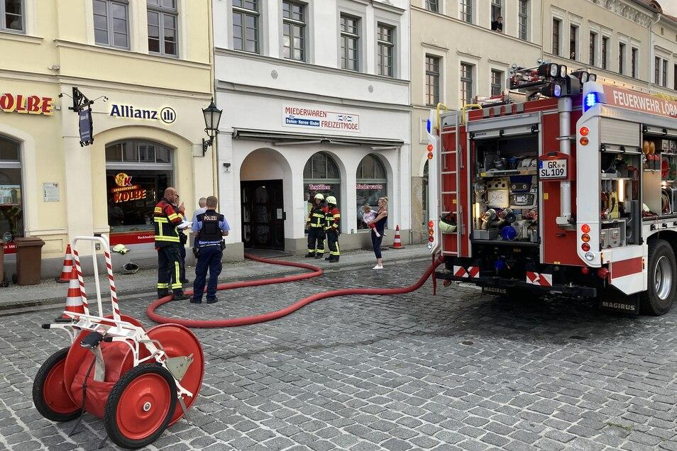 Zu einem Kellerbrand wurde am Montagabend die Löbauer Wehr an den Altmarkt alarmiert.