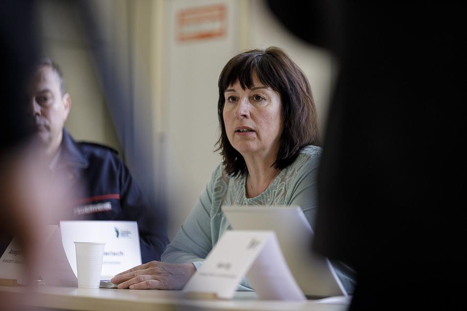 Amtsärztin Annegret Schynol informiert im Landratsamt über die Corona-Lage im Landkreis Görlitz.