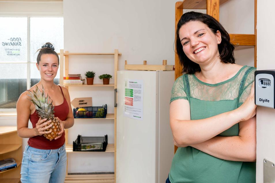 Anne Wilhelm (l.) und Christin Wegner engagieren sich dafür, dass in Bautzen Lebensmittel getauscht, statt weggeworfen werden. Im ehemaligen Pförtnerhaus der alten Post öffnet am Sonntag ein Fairteiler.