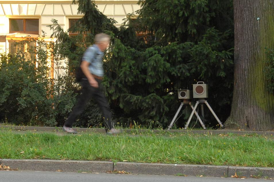 Mobile Blitzer - wie hier am Zittauer Ring - werden von Autofahrern generell wenig geliebt.