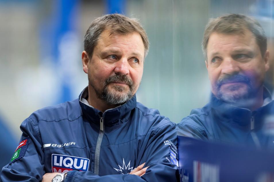 Andreas Brockmann ist seit Ende 2020 Cheftrainer bei den Eislöwen, jetzt kann der 54 Jahre alte Bayer mit den Dresdnern den Neuanfang starten. Dafür erwartet er Geduld – auch von sich selbst.