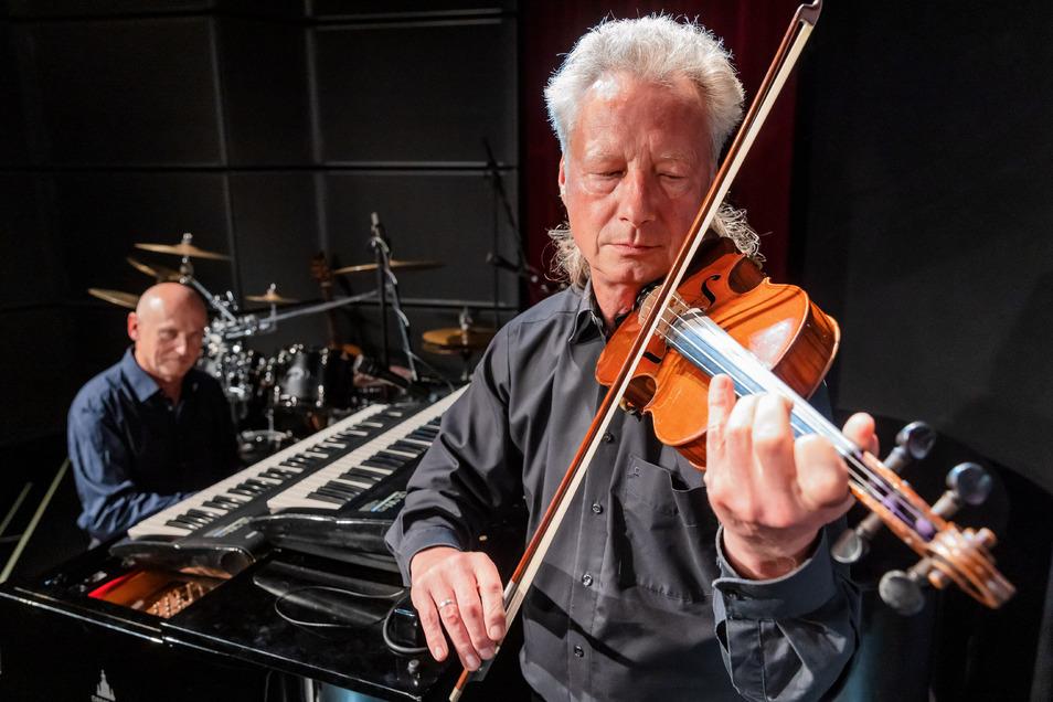 Volker Fiebig (vorn) und Jens Wagner steuern abwechslungsreiche Musik bei.
