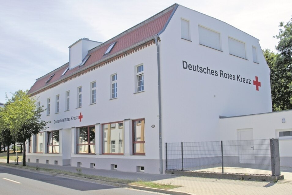 Ab kommendem Montag ist die DRK-Geschäftsstelle in der Berliner Straße 23 zu den bisher üblichen Geschäftszeiten und unter Telefon 03576 247030 erreichbar.