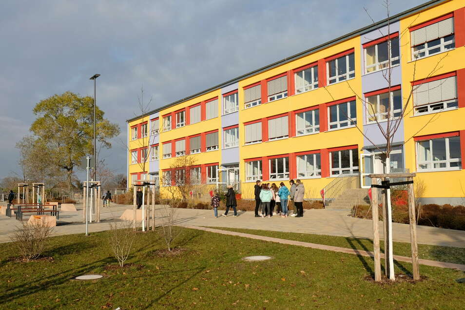 Die Arbeiten zur Sanierung der Schule auf dem Kalkberg kommen voran. In den nächsten zwei Jahren soll die marode Turnhalle abgerissen und eine neue als Ersatz gebaut werden.