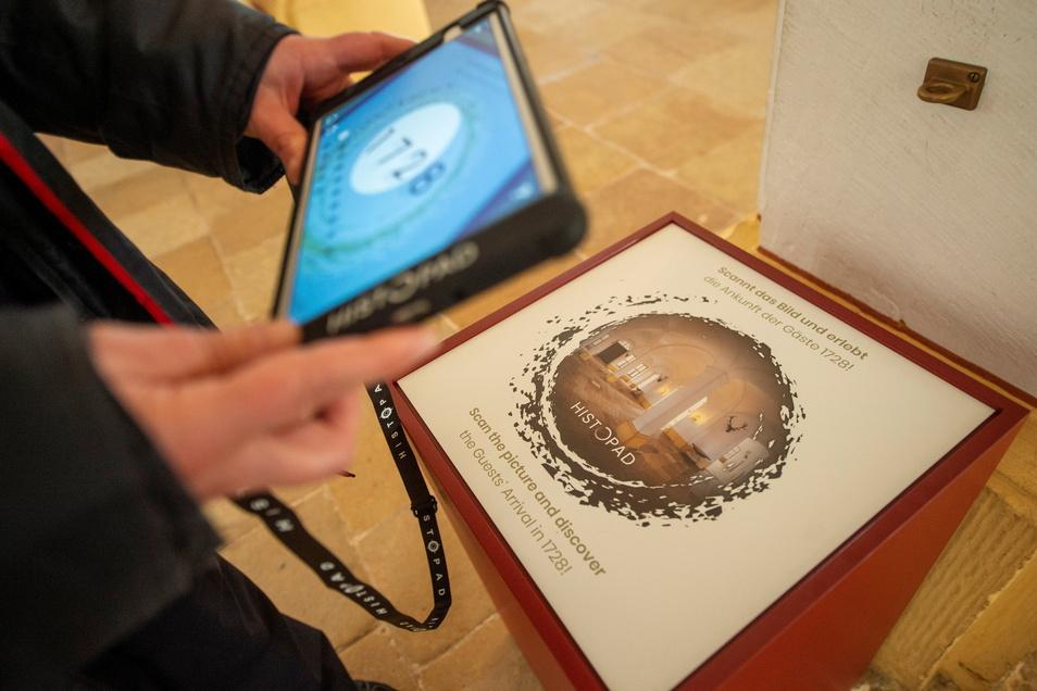 Insgesamt 13 Zeittore lassen sich scannen - und schon beginnt die virtuelle Reise in die Vergangenheit.