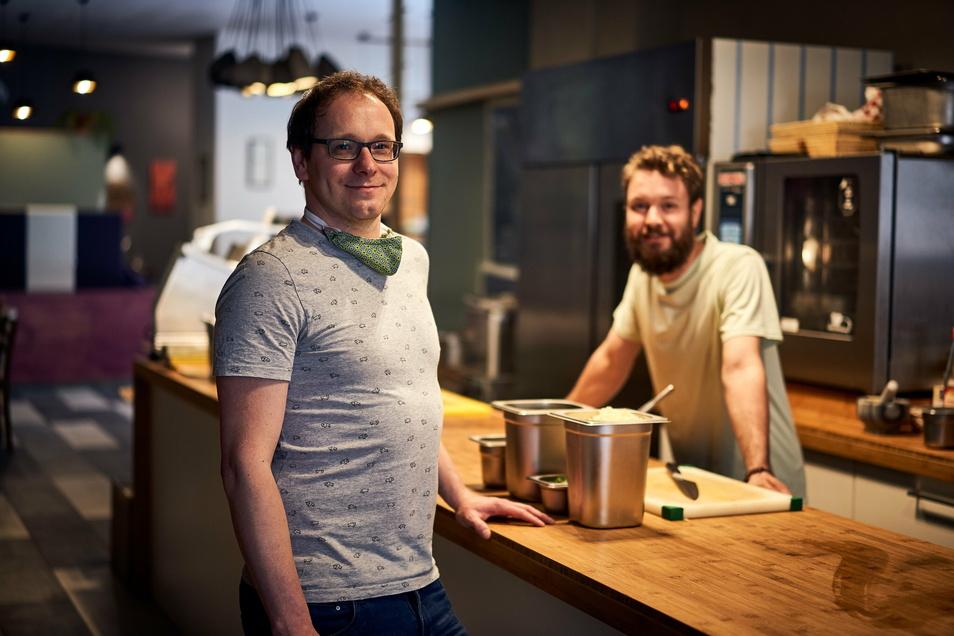 Enrico Merker (l.) und sein Koch Konrad Lehel haben das Lokal Jakobs Söhne in Görlitz derzeit geschlossen.
