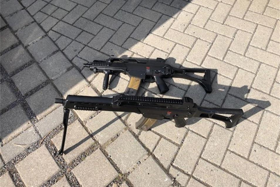 Bei Ankunft der Einsatzkräfte legten die Teenager die Waffen sofort ab.