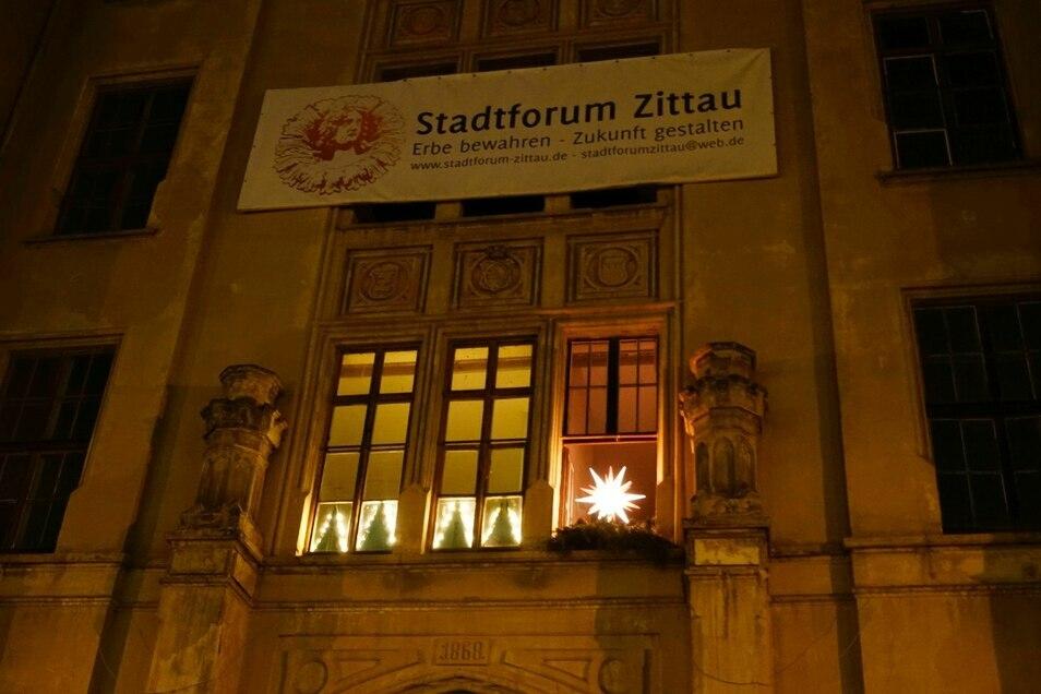 Der Stern am Fenster der Mandaukaserne