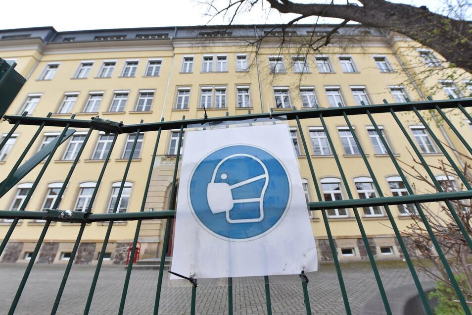Wann sich die Tore am Weißeritzgymnasium Freital wieder öffnen, war am Dienstagvormittag noch unklar.