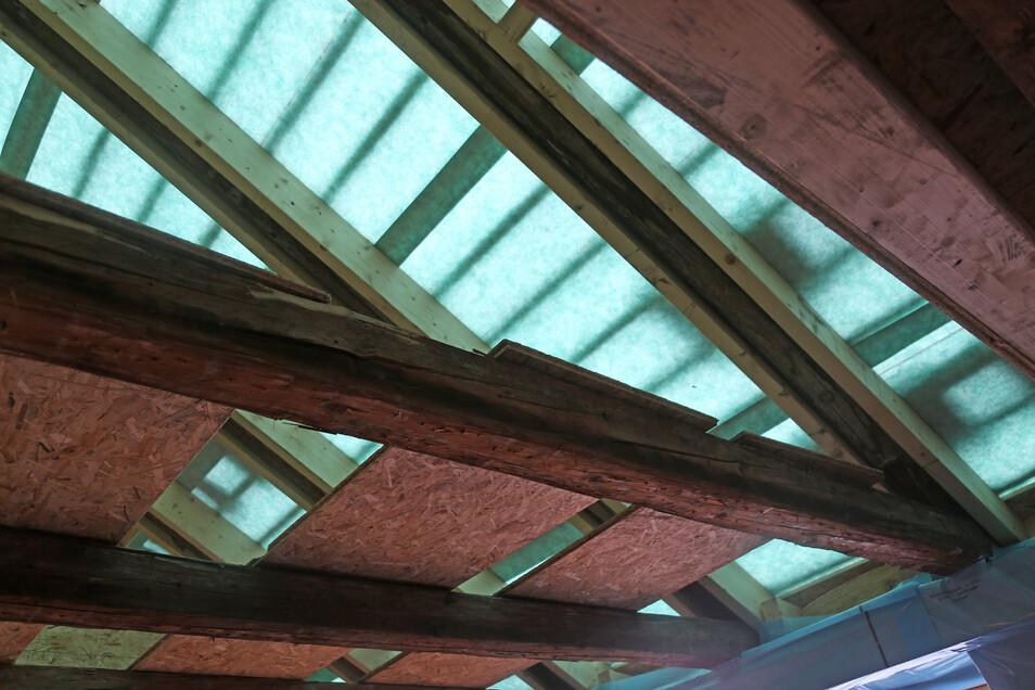 Ein Blick vom künftigen Wohnzimmer nach oben: Dort sollten eigentlich große Dachfenster rein. Das fand der Denkmalschutz allerdings nicht gut.