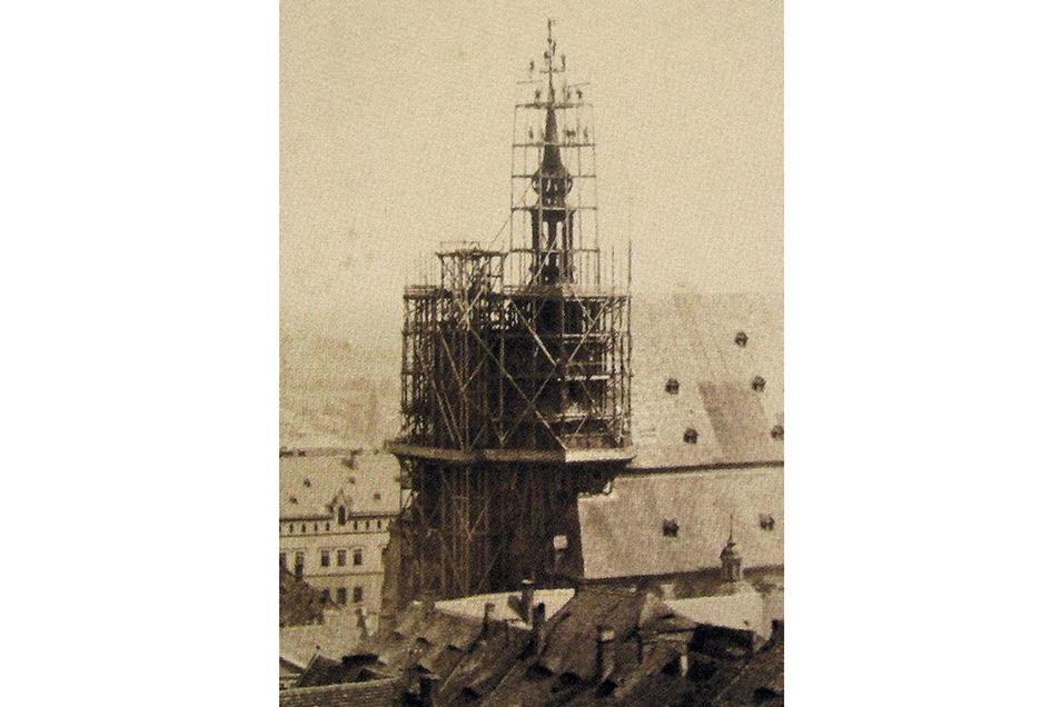 1887 begann der Abbau der alten Turmhaube. Nun sollten zwei Türme das Bild dieser Kirche bestimmen und zum Görlitzer Wahrzeichen werden. Foto: Kulturhistorisches Museum