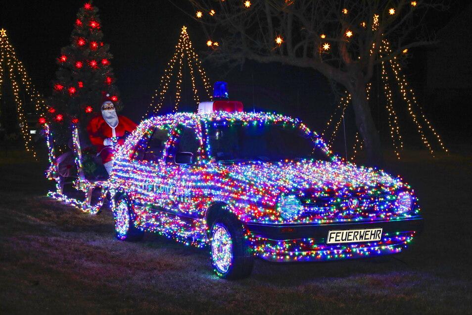 Mit 8.100 LED dekoriert ist das Weihnachtsmann-Gespann von Rocco Häschke der absolute Blickfang in Kottmarsdorf.