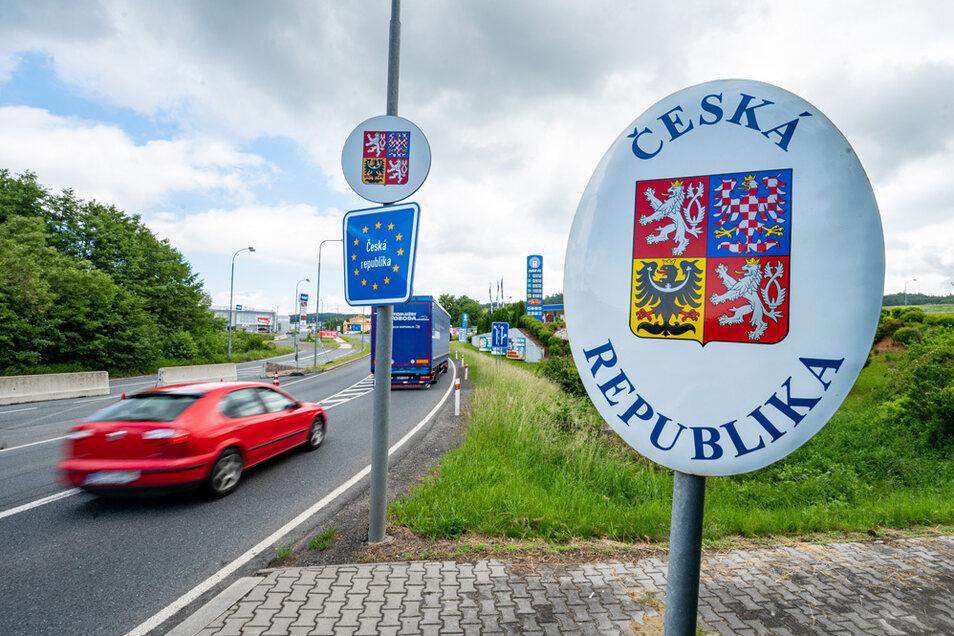 Für bis zu 12 Stunden dürfen Deutsche jetzt wieder ohne Begründung und Quarantäne nach Tschechien einreisen.