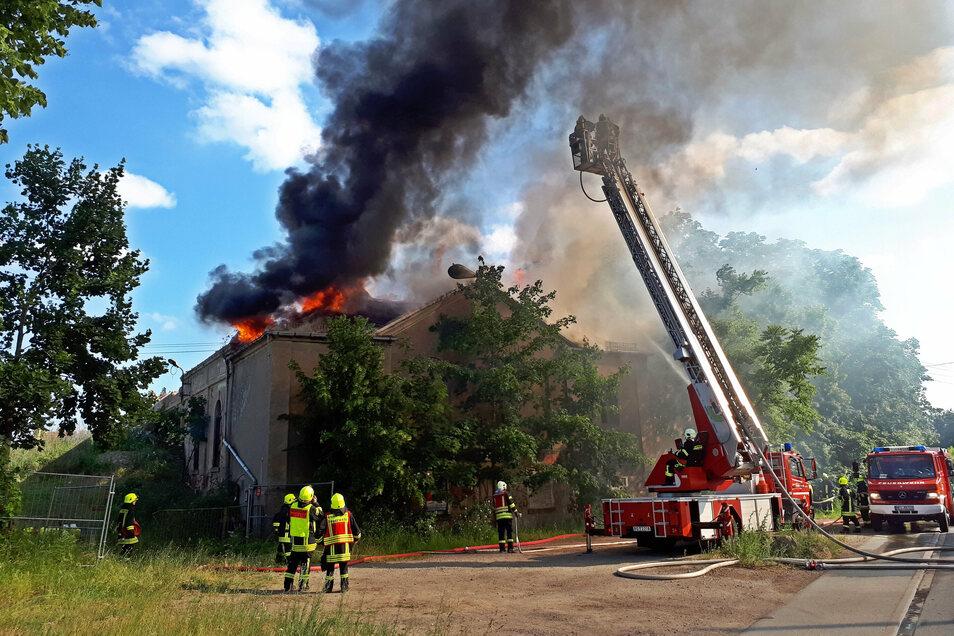 """Der Brand am """" Waldschlößchen"""" in Röderau im Juni 2019 konnte nicht aufgeklärt werden."""