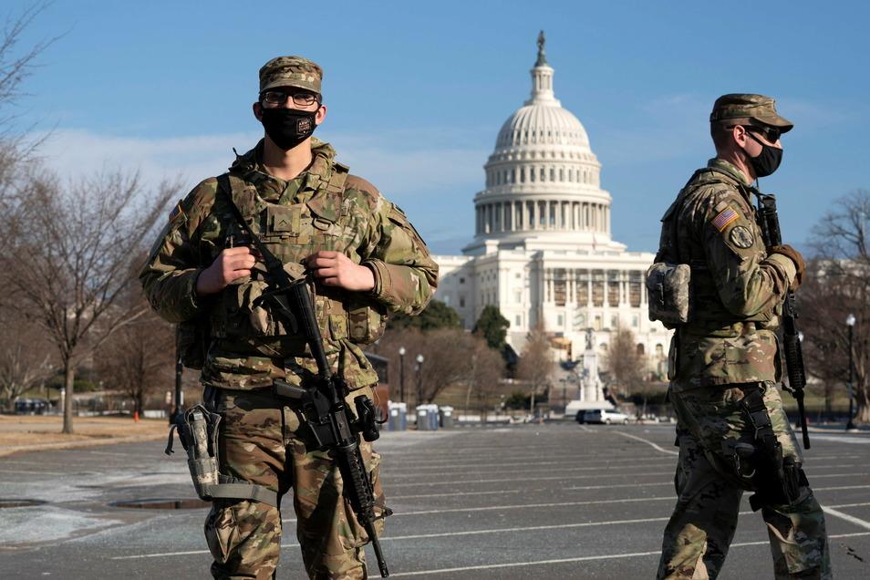 Mitglieder der Nationalgarde patrouillieren vor dem Kapitol während des Amtsenthebungsverfahrens gegen den ehemaligen US-Präsidenten Trump.