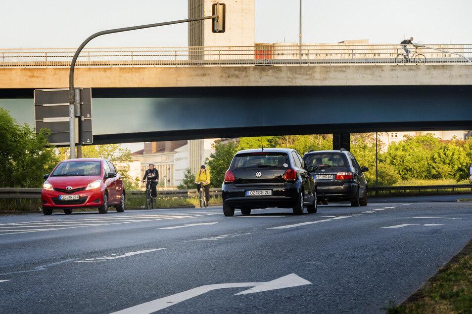 Für Radfahrer ist die Kreuzung von B 169 und B 182 in Riesa ein gefährlicher Ort. Ein neuer Radweg soll Besserung bringen. Die Frage ist nur, wann.