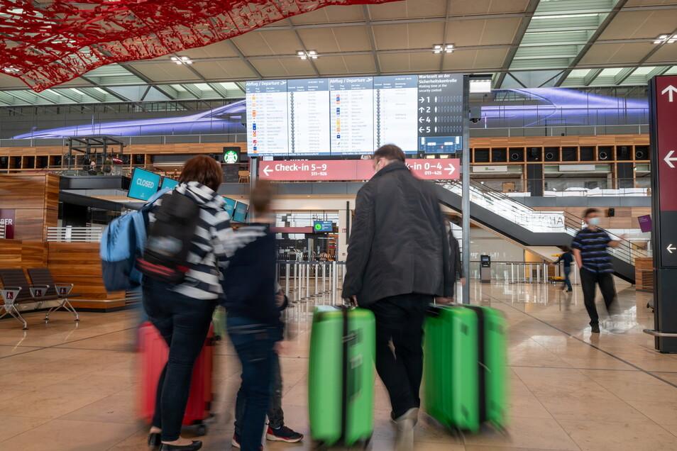 Ziel BER erreicht - wer mit Easyjet in den Urlaub fliegt, kann seine Anreise zum Berliner Flughafen künftig mit der Bahn einfacher gestalten.