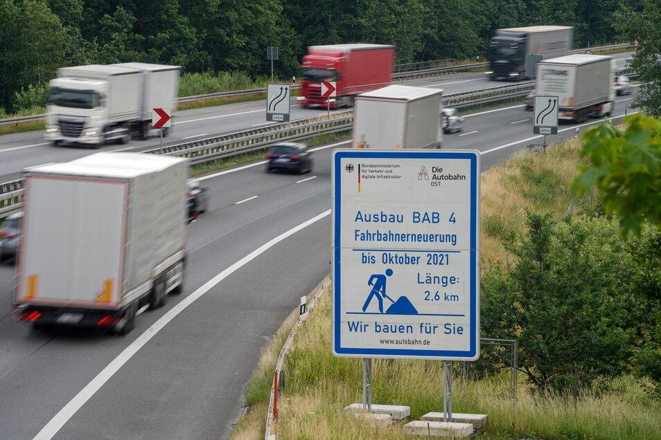 Die A-4-Baustelle zwischen Burkau und Ohorn liegt im Zeitplan. Bis Ende Oktober soll hier alles fertig sein.