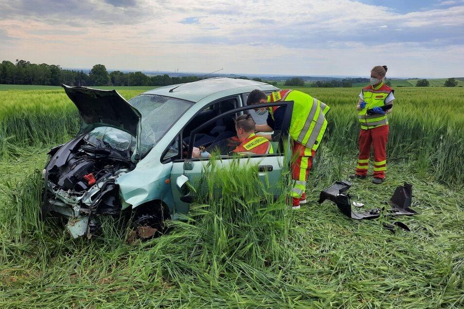 Ein tödlicher Unfall hat sich am Freitagnachmittag auf der Straße zwischen Pulsnitz und Leppersdorf ereignet.