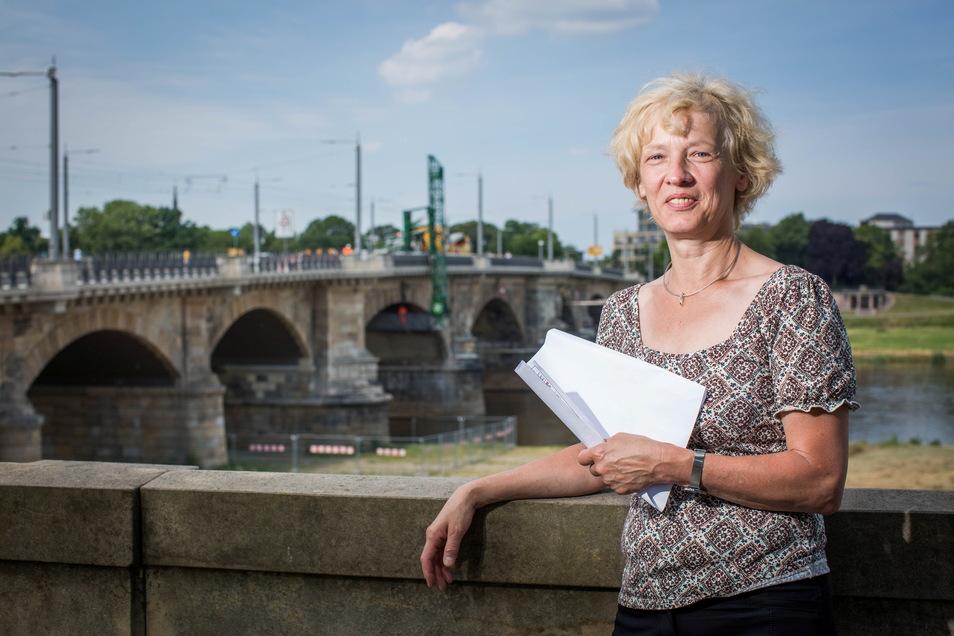 Die Chefin des Straßen- und Tiefbauamtes. Simone Prüfer an der Albertbrücke.