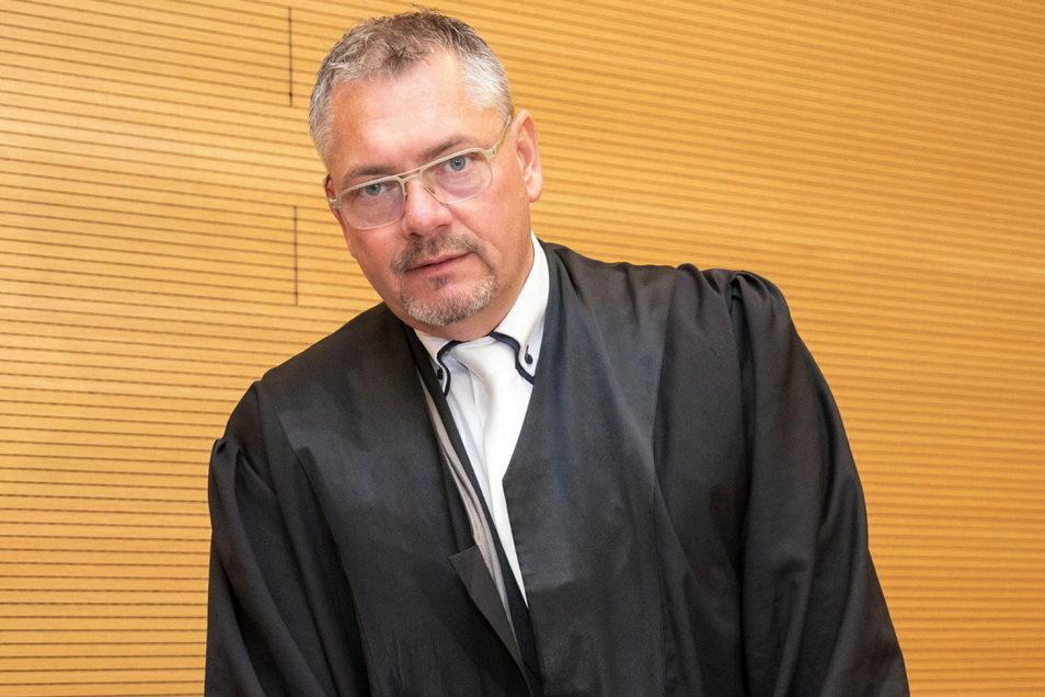Der Dresdner Strafverteidiger und Freie Wähler-Stadtrat Frank Hannig hatte vergangene Woche Besuch von der Polizei.