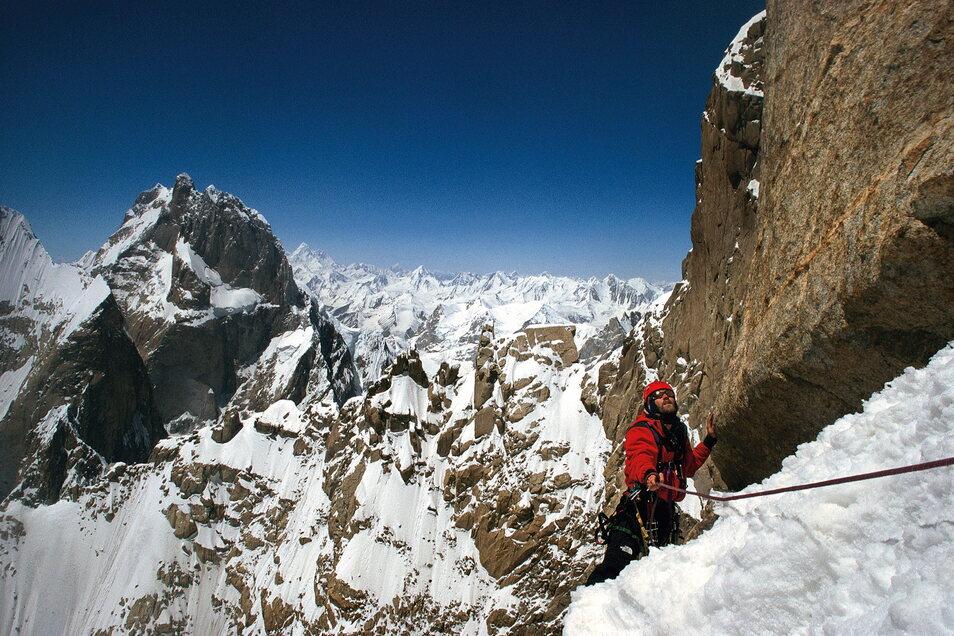 Er möchte mit seinem Buch helfen, sich bewusster mit der Angst auseinanderzusetzen: Bergsteiger Alexander Huber ist hoch oben in seinem Element.