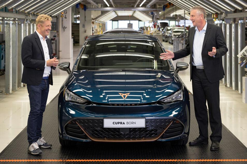 Seat-Chef Wayne Griffiths (l.) und Stefan Loth, Vorsitzender der Geschäftsführung von VW Sachsen.