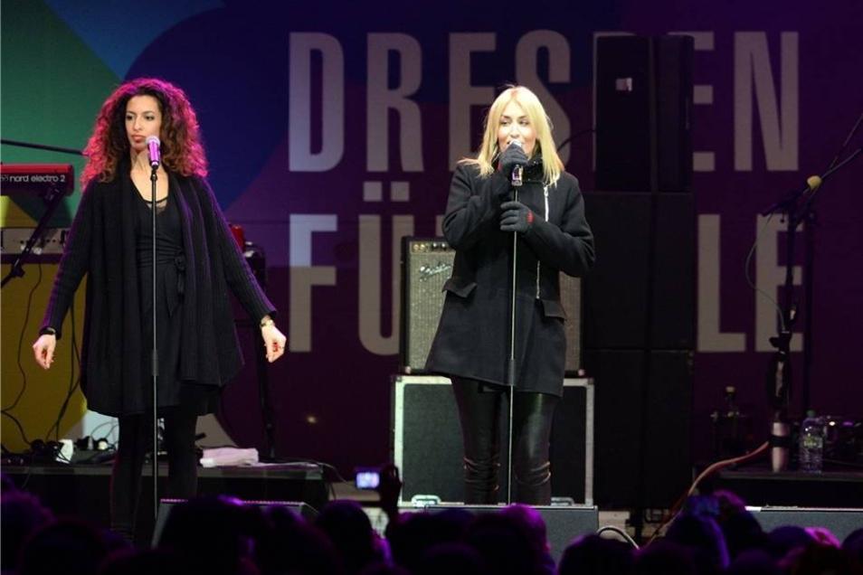 Auch Sängerin Sarah Connor (r.) ist nach Dresden gekommen.