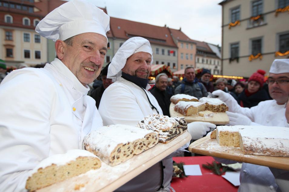 Drei Bäckermeister mit ihrer Ware: Klaus Schietzold aus Maxen, Falk Burkhardt aus Pirna  und Thomas Mehnert aus Dürrröhrsdorf (v.l.nr.).