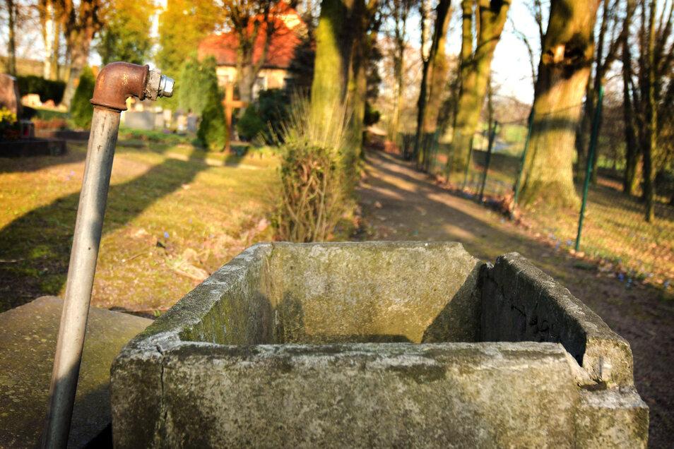 Einen Wasseranschluss gibt es schon lang nicht mehr. Der soll aber jetzt kommen: für 25.000 Euro.