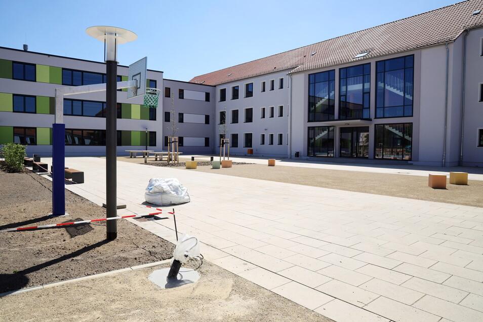Die Oberschule Am Merzdorfer Park ist eine der größten Baustellen Riesas der vergangenen Jahre. Zu Beginn der Sommerferien soll das Millionenprojekt fertig sein.