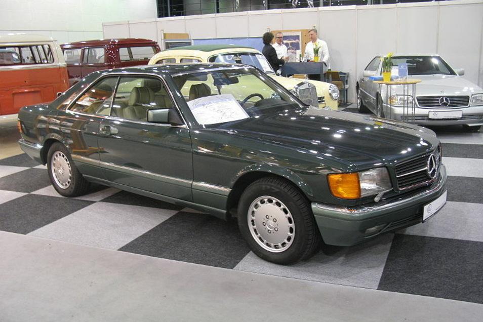 Ein Mercedes Benz 560 SEC: So ein Wagen wurde jetzt in Radebeul aus einer Werkstatt entwendet.