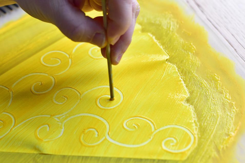 Muster auf die gestrichenen Zacken aufbringen...