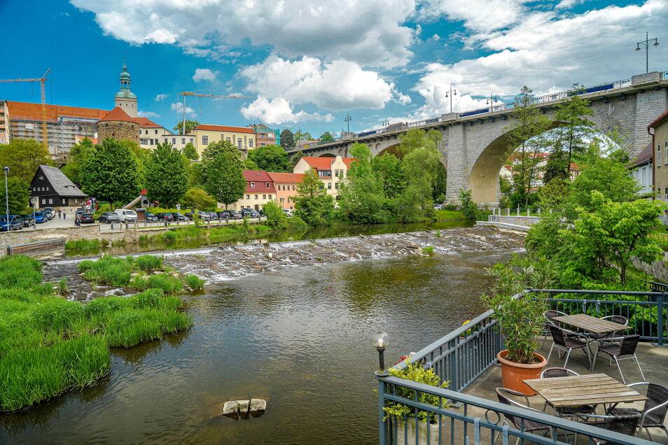 Schön anzusehen, doch Bautzen hat mit seiner Friedensbrücke ein ähnliches Problem wie Görlitz mit der Teufelsbrücke. Immer wieder wählen Menschen diese Brücken für ihren Freitod aus.