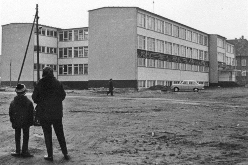"""Die ehemalige Schule """"Max Zimmering"""" steht schon lange nicht mehr."""