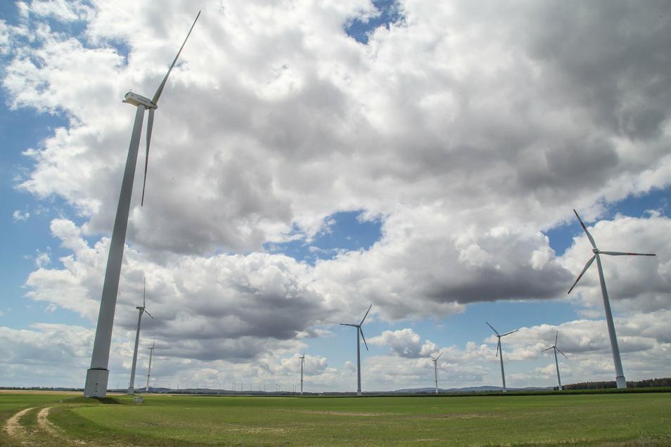 Der Windpark Zodel. Drei Anlagen sollen durch größere in den nächsten zwei Jahren ersetzt werden.