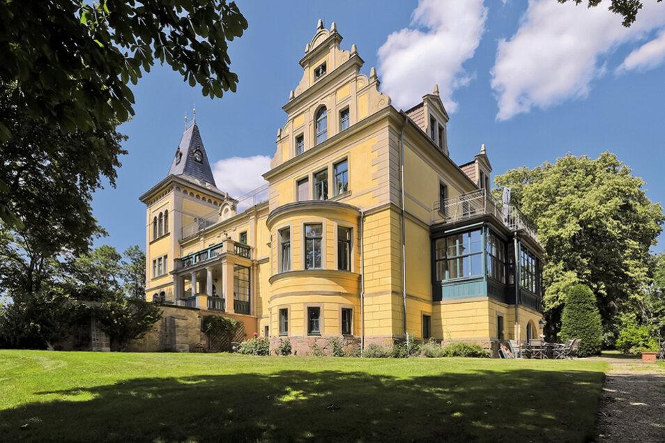 """""""Landsitz Schloss Wettinhöhe"""" mit Park in Radebeul / Mindestgebot 3.500.000 Euro"""
