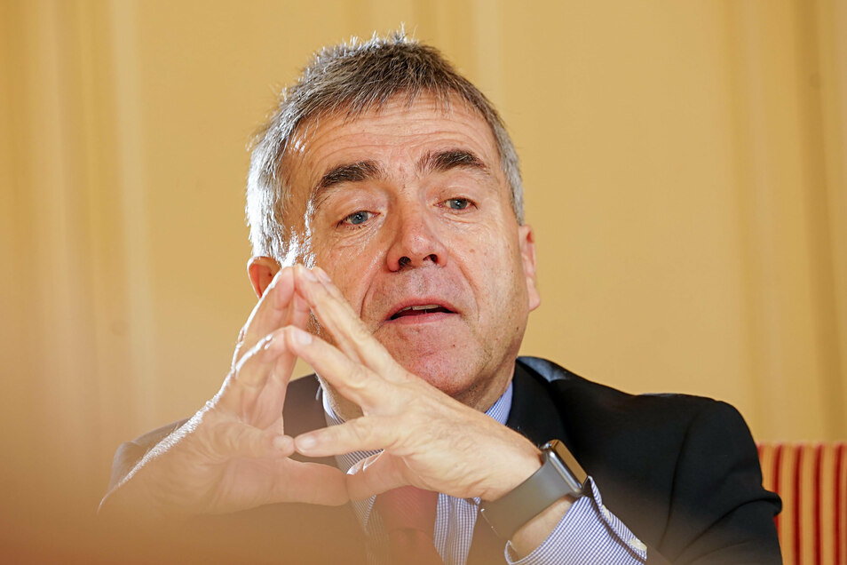 Bautzens Landrat Michael Harig (CDU)fordert nach dem ersten Corona-Todesfall Vernunft und Solidarität.