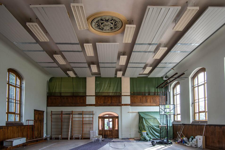 In der Sporthalle neben der Peter-Apian-Oberschule sind im vergangenen Jahr Räume um- und ausgebaut worden, um Umkleide- und Sanitärräume mit heutigem Standard zu schaffen. In der Halle selbst muss es nun weitergehen. Dafür fehlt Leisnig im Moment das Gel