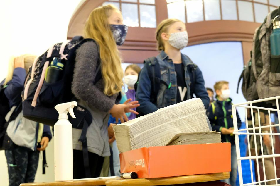 Schulstart für die Fünftklässler im Gymnasium Franziskaneum Meißen unter Coronabedingungen.
