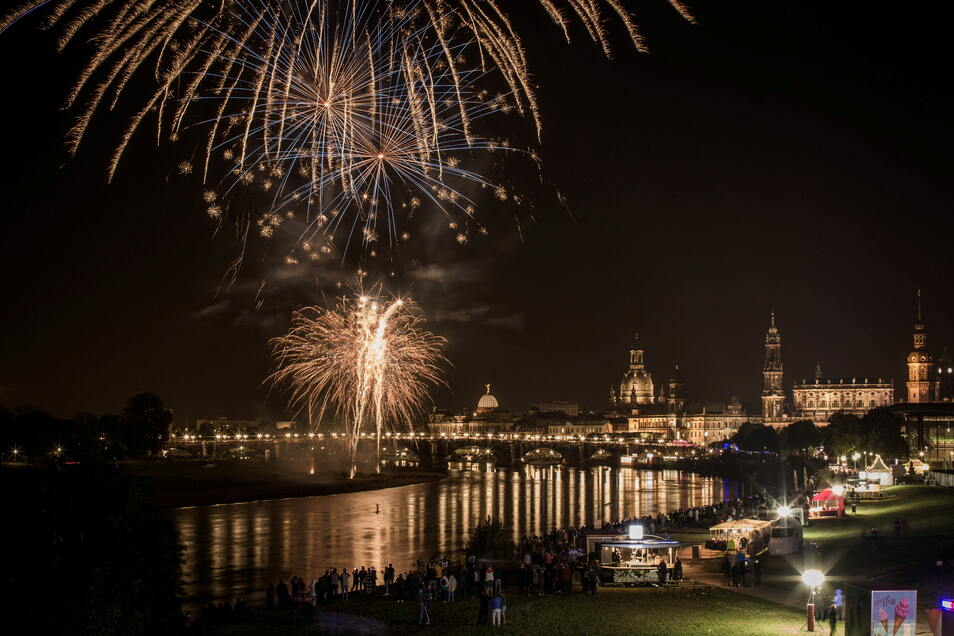 Dresden leuchtet: Um 22 Uhr startet das traditionelle Feuerwerk zum Abschluss des Stadtfestes.